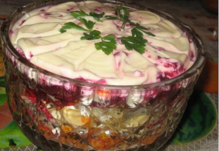 Салат «Лакомка»: Типичный салат с необычным вкусом!