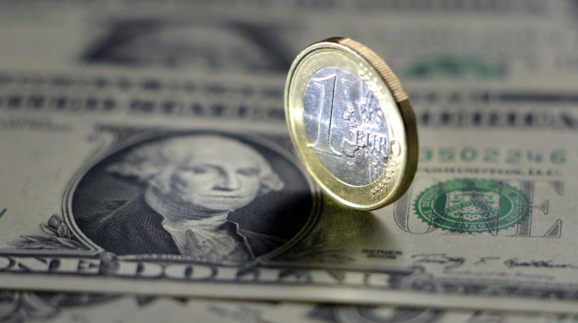 Евро и доллар затаились перед рывком