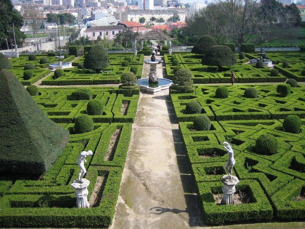 Сад при дворце маркиза Де Фронтейра