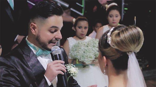 Свадьба прервалась, когда жених сказал невесте, что любит другую. Он указал на нее и все в зале расплакались