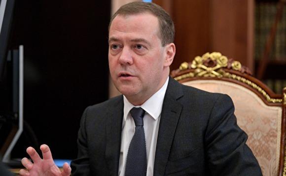 Медведев заявил, что экономика растет третий год, просто граждане пока не ощущают этого
