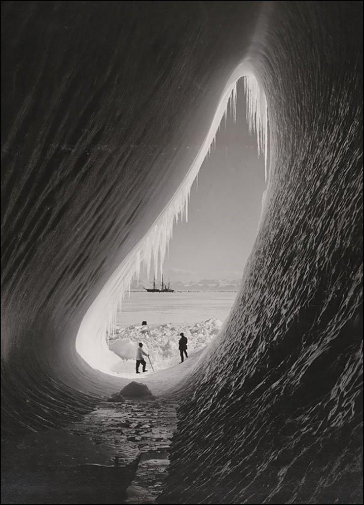 Грот в айсберге. Британская антарктическая экспедиция, 5 Января 1911.