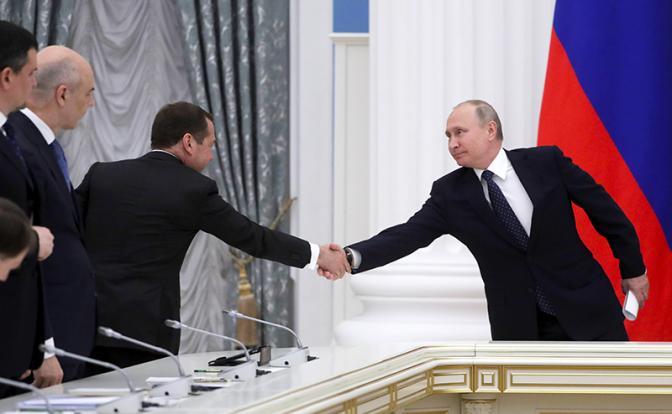 Путин занялся хозяйством Медведева