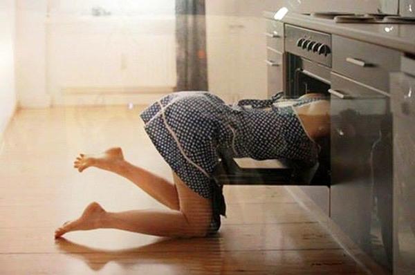 Она поставила пирог в духовку… Спустя мгновение он исчез!