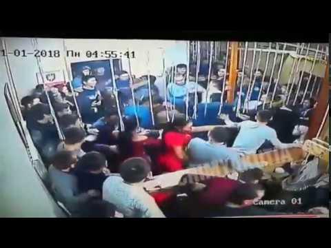 Якутские горячие парни массово месятся в ночном клубе