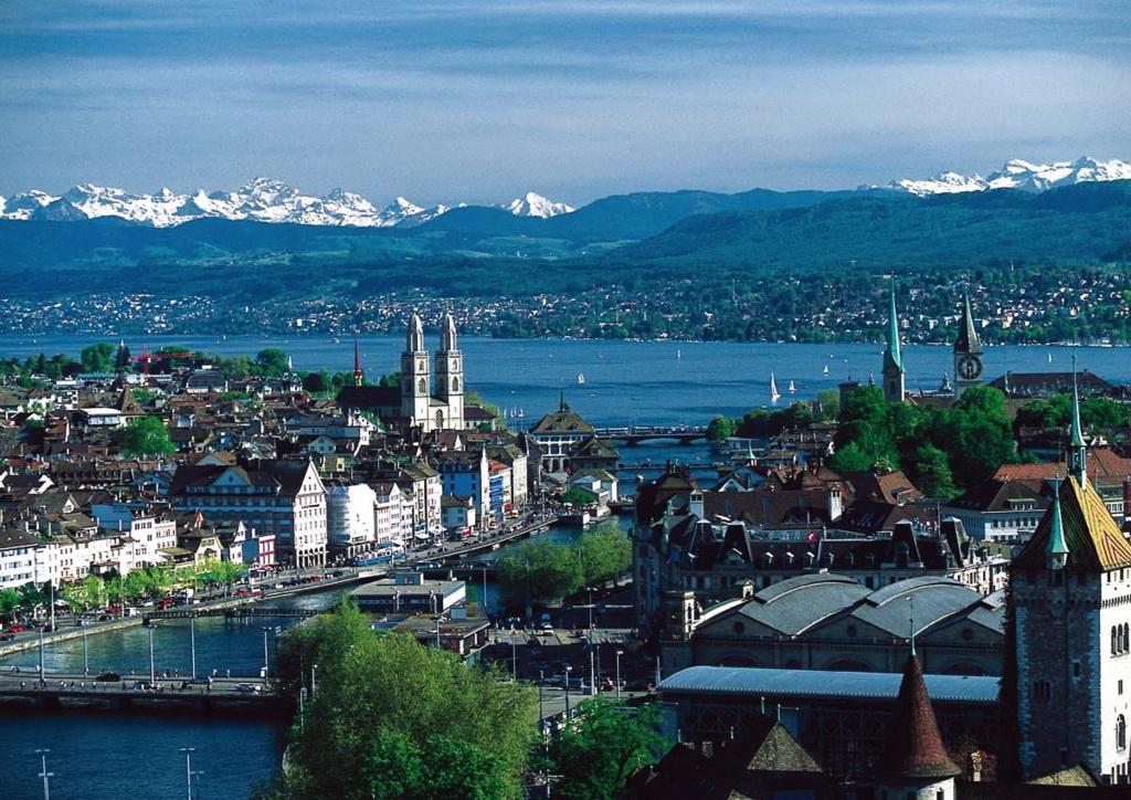 Цюрих — самый большой город …