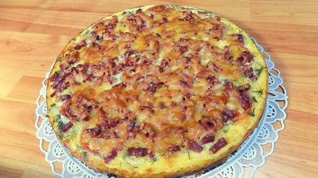 Фото к рецепту: Пицца из кабачков с сыром и колбасой