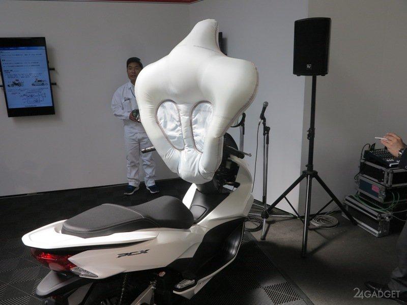 Подушка безопасности для скутеров от Honda