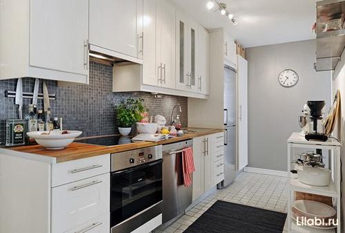 Белая кухня серые стены фото