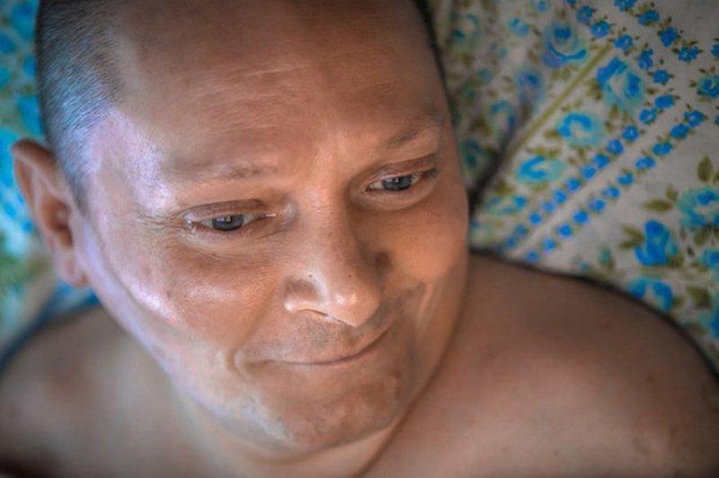«Это не я герой, а Серега»: Как мужчина из Вилейки 15 лет заботится о парализованном друге в мире, дружба, забота, история, люди, мужик