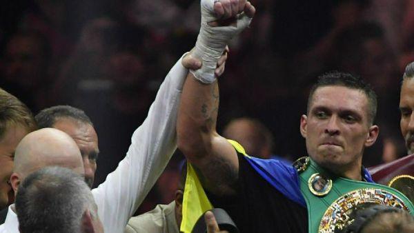 Радикалы пригрозили проломить боксеру Усику голову за защиту монахов УПЦ