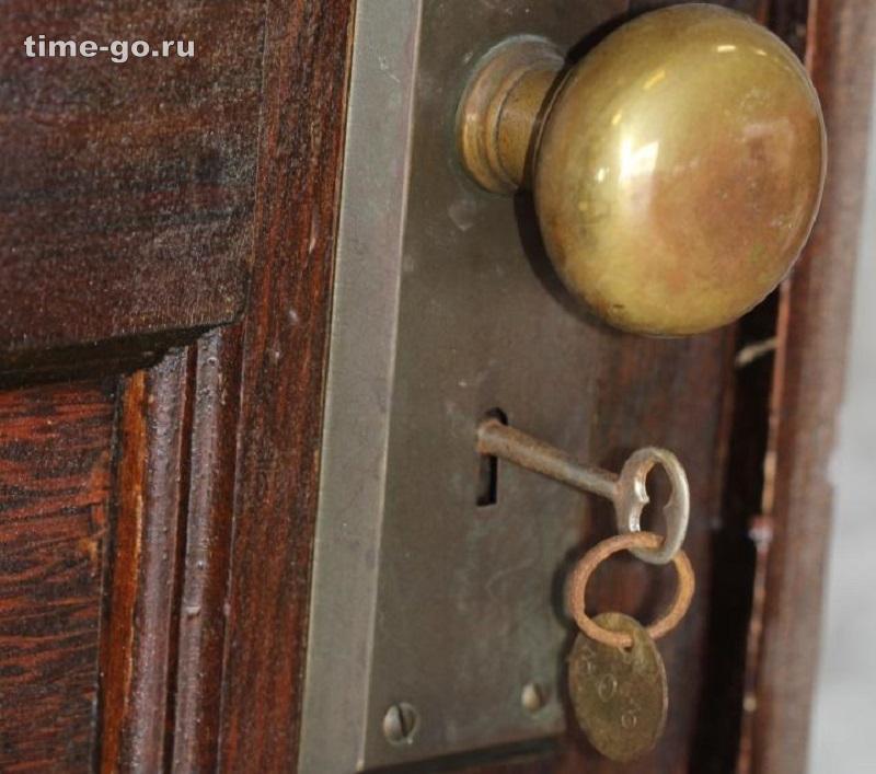 Эту квартиру не открывали 70 лет. Вот какие сокровища ожидали тех, кто переступил ее порог…