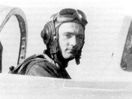 История героя: как летчик Крамаренко летел на фронт в бомболюке и завоевал корейское небо