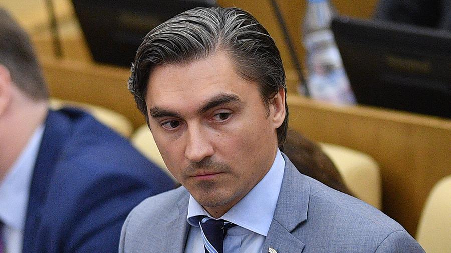 Депутат Госдумы предложил приучать детей к хорошему алкоголю