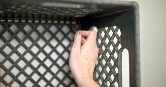 Эта женщина не выбрасывает пластиковые контейнеры, а использует их повторно. Удивительно!