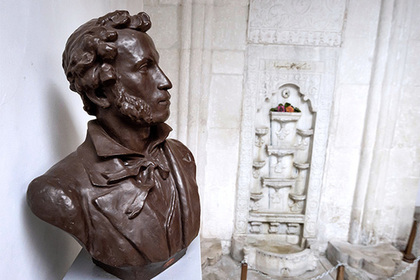 Российских следователей попросили заняться смертью Пушкина