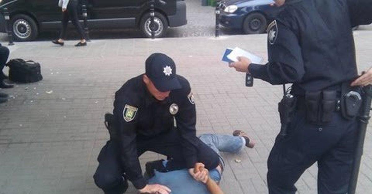 Полиция жестоко избила студе…