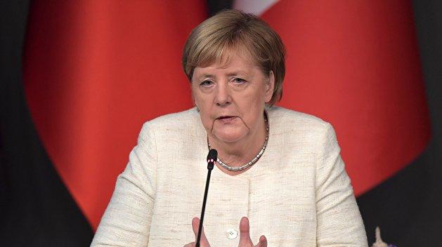 Меркель потребовала продолжа…