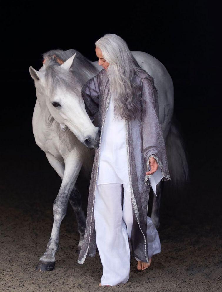 babushka-supermodel-v-svoi-61-ona-vyglyadit-bezuprechno_006