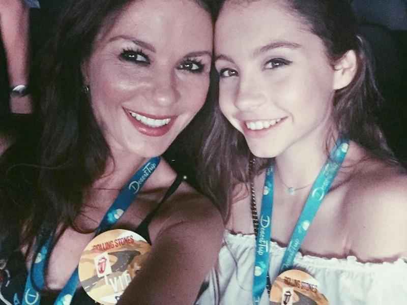 14-летняя дочь Кэтрин Зета-Джонс растет настоящей красавицей Кэтрин Зета-Джонс, в мире, знаменитости, майкл дуглас, показ, показ мод
