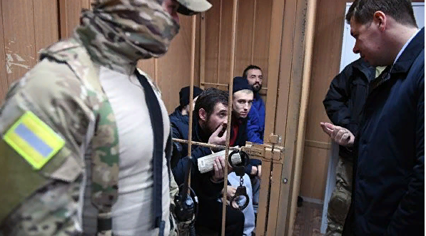 Задержанные в Черном море украинские моряки отказались давать показания в суде
