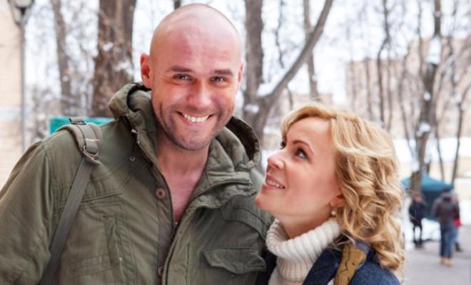 «Просто идеальнее не найти»: В Сети обсуждают семейное фото Аверина и Куликовой с младенцем
