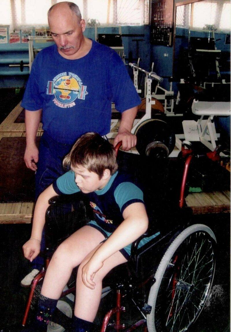 Пенсионер из Югры продал квартиру и машину, чтобы построить спорткомплекс для инвалидов Терентьев, благотворительность, дети-инвалиды, помощь, россия, спорт, спортзал, тренер
