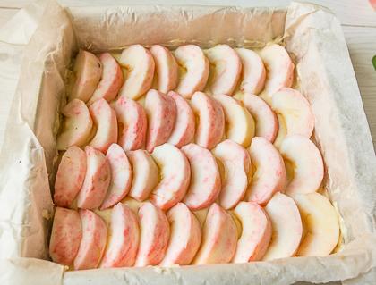Кладем яблоки