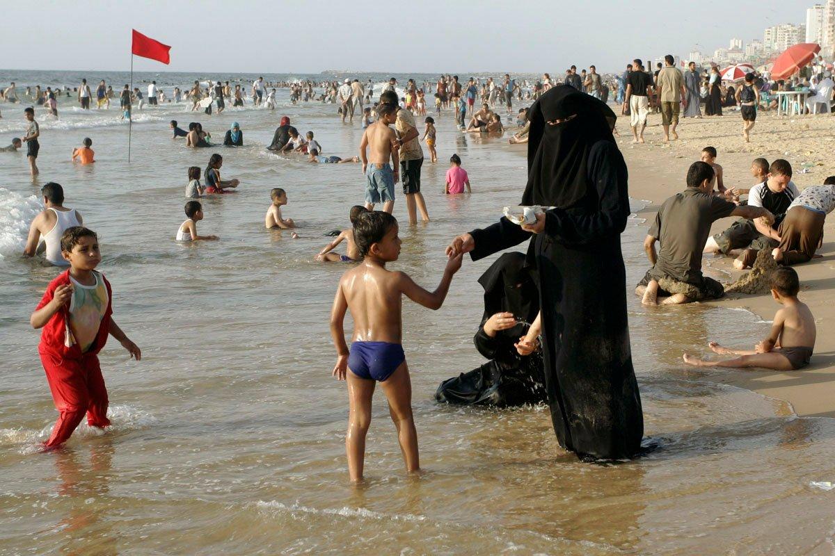 Российских туристов призвали отдыхать на пляжах Дагестана