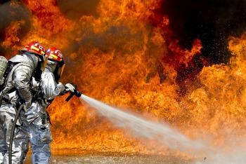 Госпитализированы дети, выпрыгнувшие из окна горящего дома в Москве