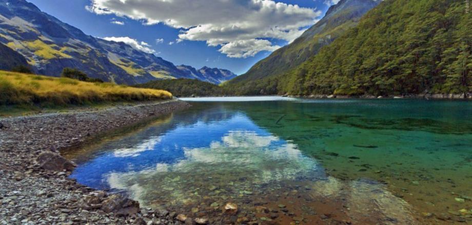 Это самое чистое озеро на планете, но не вздумайте погрузиться в его воды!