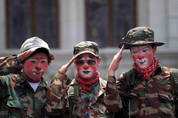 3 анекдота от иностранцев: В США и Британии тоже умеют шутить про свою армию