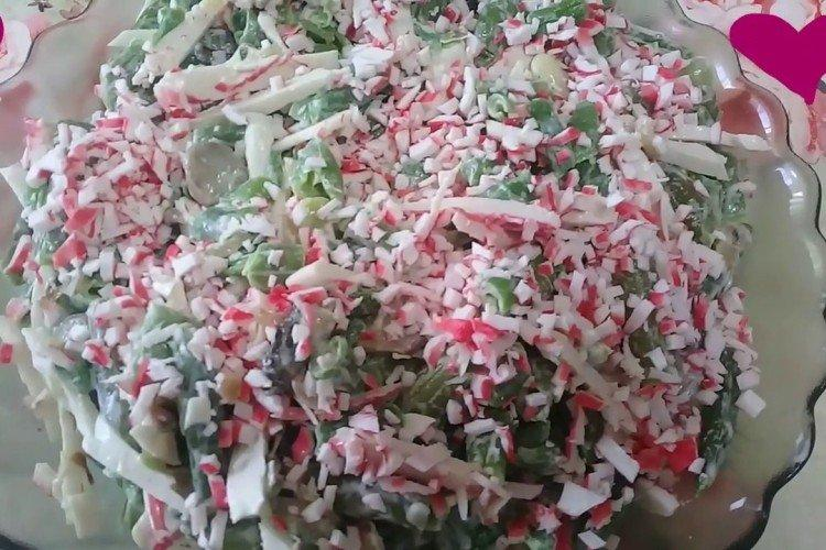 Крабовый салат со стручковой фасолью
