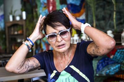 Огромные татуировки на теле Ирины Хакамады