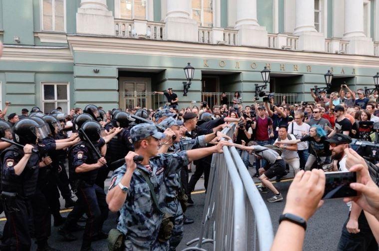 По стране прошли митинги против пенсионной реформы