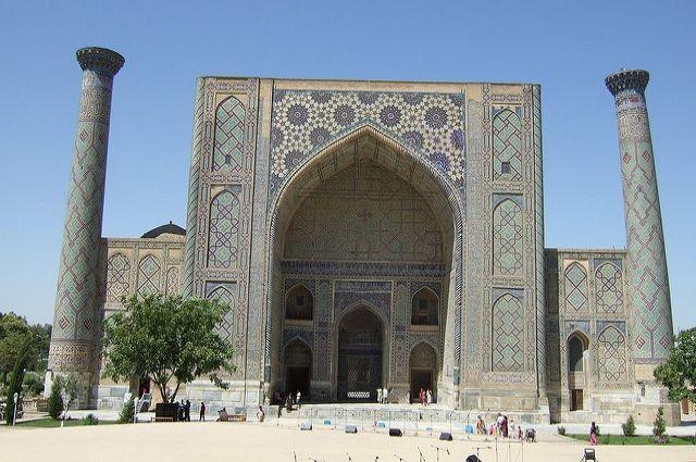Власти Узбекистана упростили условия получения туристических виз