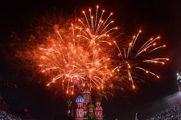 Салют в честь 75-летия освобождения Кишинева в Москве: прямая онлайн-трансляция