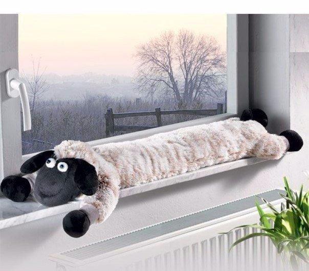 Подушка - зверушка под двери…
