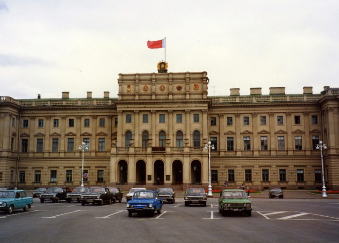 Мариинский дворец, являющийся важной частью ансамбля Исаакиевской площади. СССР, Ленинград, 1985 год.