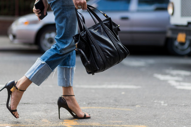 Модные джинсы 2018. Фото: Getty
