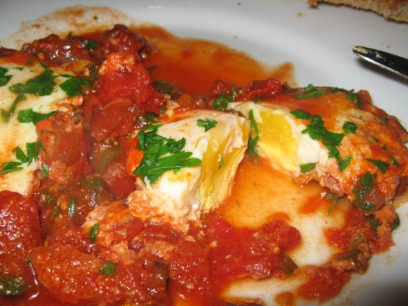 Шакшука ( яичница в прянном томатном соусе)