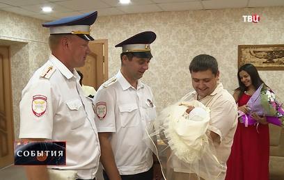 Липецкие полицейские помогли женщине вовремя добраться до роддома