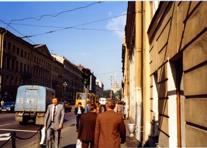 Уличная сцена на Невском проспекте. СССР, Ленинград, 1985 год.