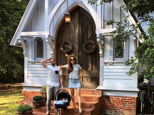 Пара из Мэриленда приобрела 120-летнюю церковь за 320 000 долларов, и теперь они живут в ней со своими тремя детьми (19 фото)