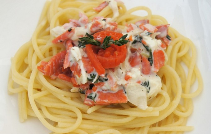 Спагетти с семгой в сливочном соусе