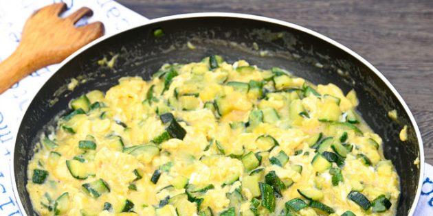 Жареные кабачки с яйцами