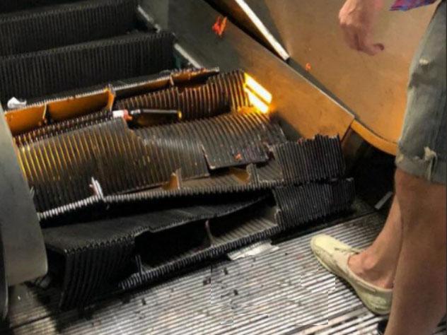 При обрушении эскалатора в р…