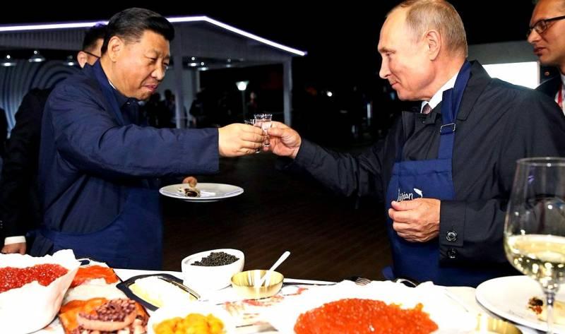 Путин и Си выпили за упокой доллара