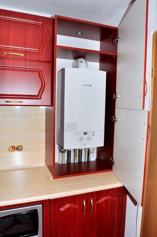 Угловая кухня с газовым котлом дизайн