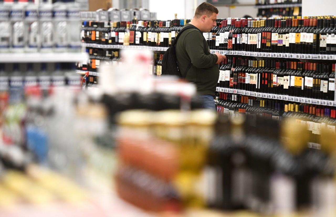 С глаз долой. В Госдуме предлагают закрыть полки с алкоголем в магазинах